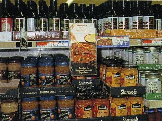 イギリス1:9 ス-パ-での豊富な加工食品(瓶詰野菜)